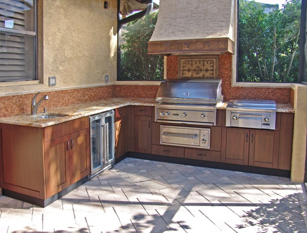 outdoor kitchen-woodgrain